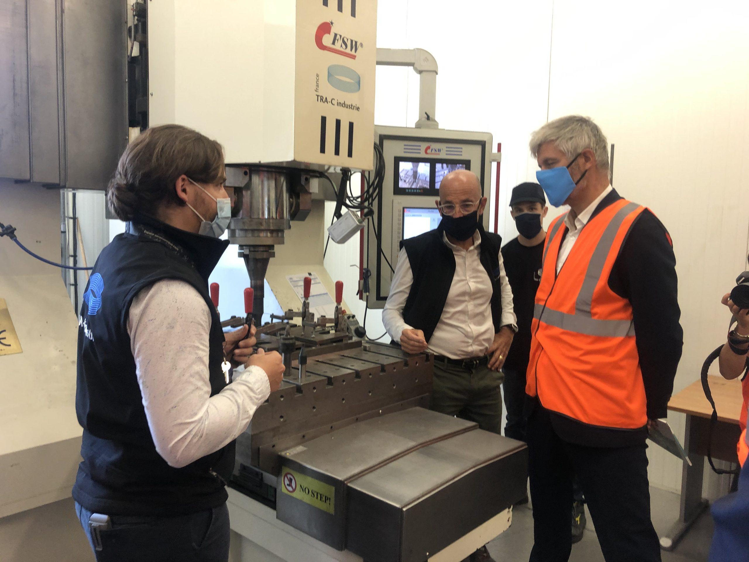 Visite de Laurent Wauquiez dans les ateliers de TRA-C industrie